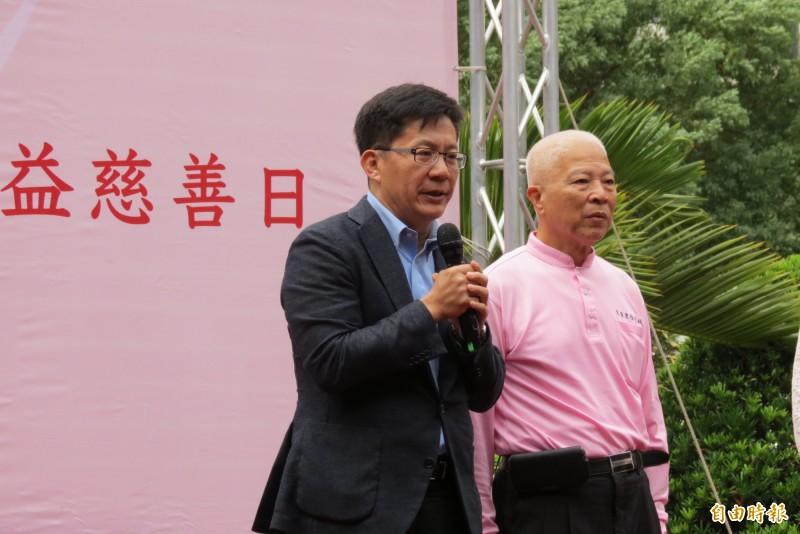 拜登當選,立委張廖萬堅(左)表示美國對台友好的態度不會改變。(記者蘇金鳳攝)