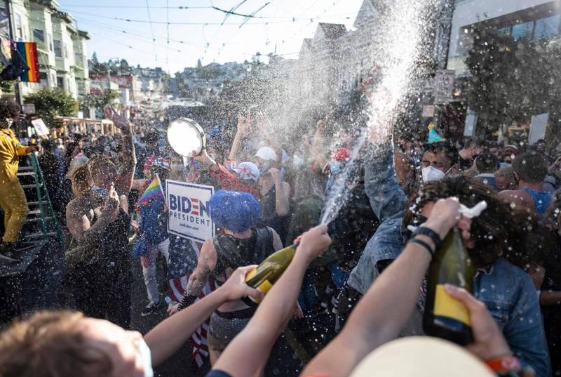 拜登勝選的消息宣布後,許多支持拜登的群眾都跑上街頭歡慶。(法新社)