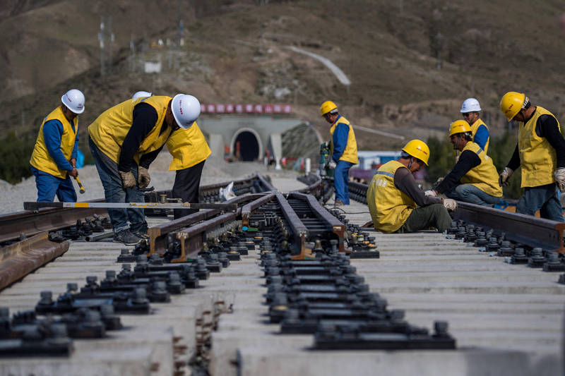 圖為川藏鐵路施工。(路透)