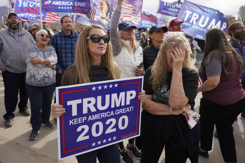 支持現任總統川普的民眾則大為失落。(美聯社)