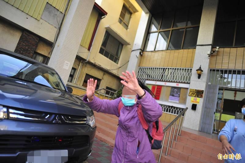 台南檢舉達人蘇寶蘭107年間大鬧復健科診所,朝正在執行醫療業務的物理治療師開啟閃光燈近距離拍攝並咆哮謾罵。二審依醫療法判蘇寶蘭5月徒刑,最高法院今天駁回上訴定讞。(資料照)