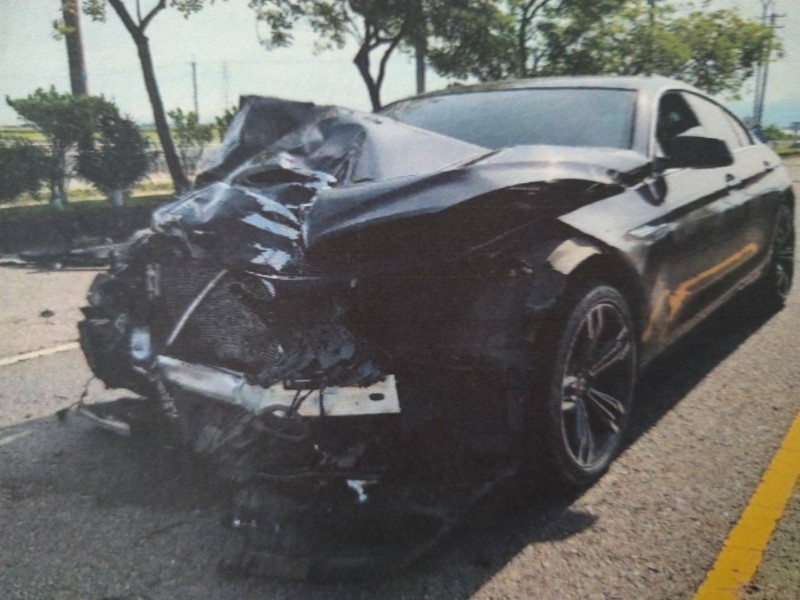 蘇姓男子酒後駕駛BMW轎車高速行駛,撞死開貨車的黃姓婦人。(記者林宜樟翻攝)