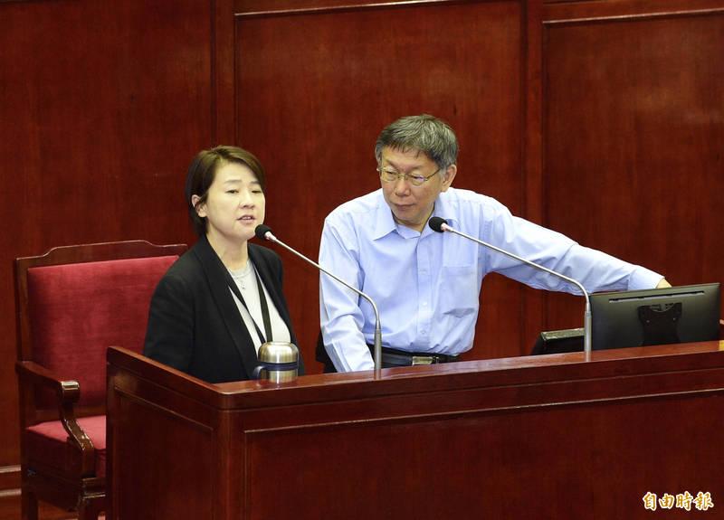 台北市副市長黃珊珊(左)今晚將率領局處首長約十多人到皇家傳承牛肉麵吃麵,力挺店家。(記者羅沛德攝)