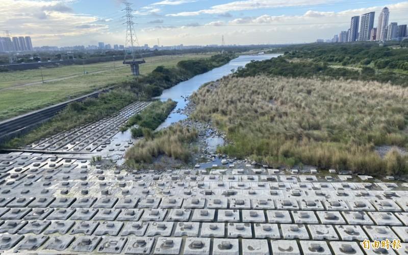 大新竹地區目前水情燈號為黃燈,新竹縣政府認為水情嚴峻。(記者蔡孟尚攝)
