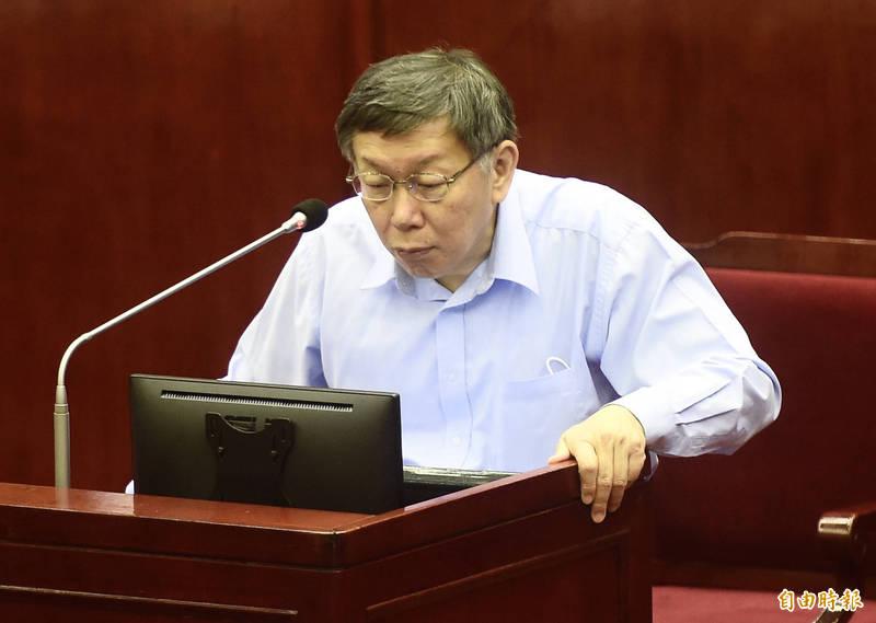 台北市長柯文哲13日赴台北市議會市政總質詢。(記者簡榮豐攝)