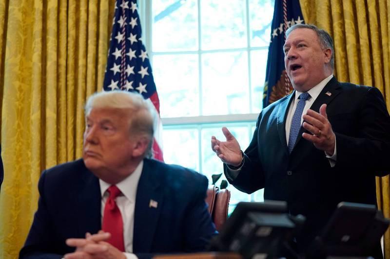 美國國務卿龐皮歐(圖右)表示,未來政權將順利過渡到第二任川普(圖左)政府。(法新社)