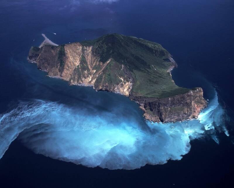 龜山島是旅遊熱門景點,當地人希望它不只是風景,還能朝「地質公園」、甚至世界遺產發展。(資料照,東北角海岸國家風景區管理處提供)
