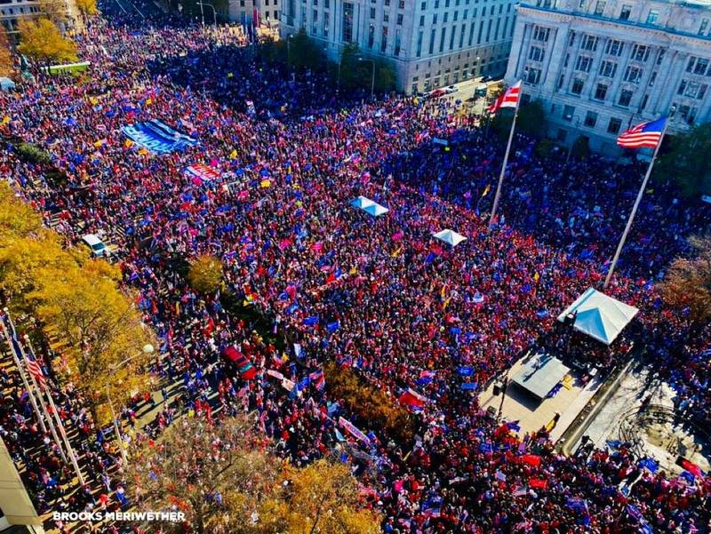 白宮社群媒體公關主任史卡比諾貼出空拍照。(圖擷取自史卡比諾推特)