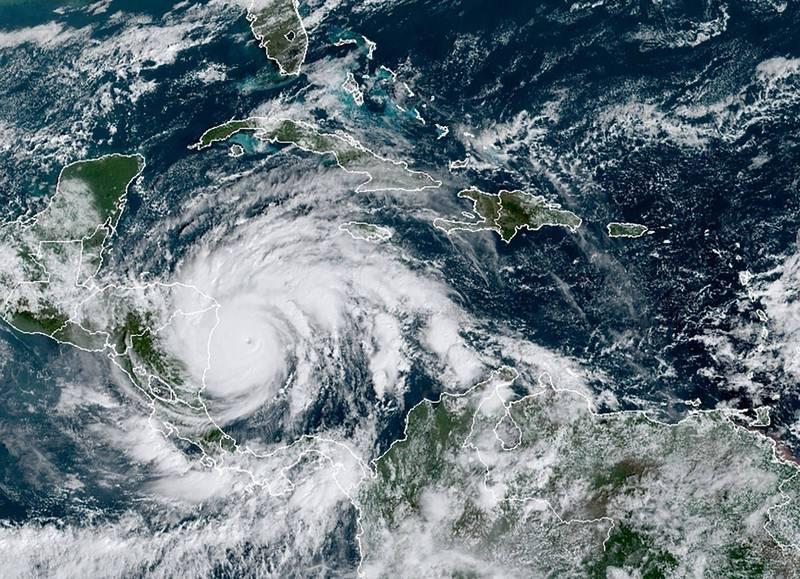 5級颶風「約塔」直撲中南美洲,恐帶來災難性破壞。(法新社)