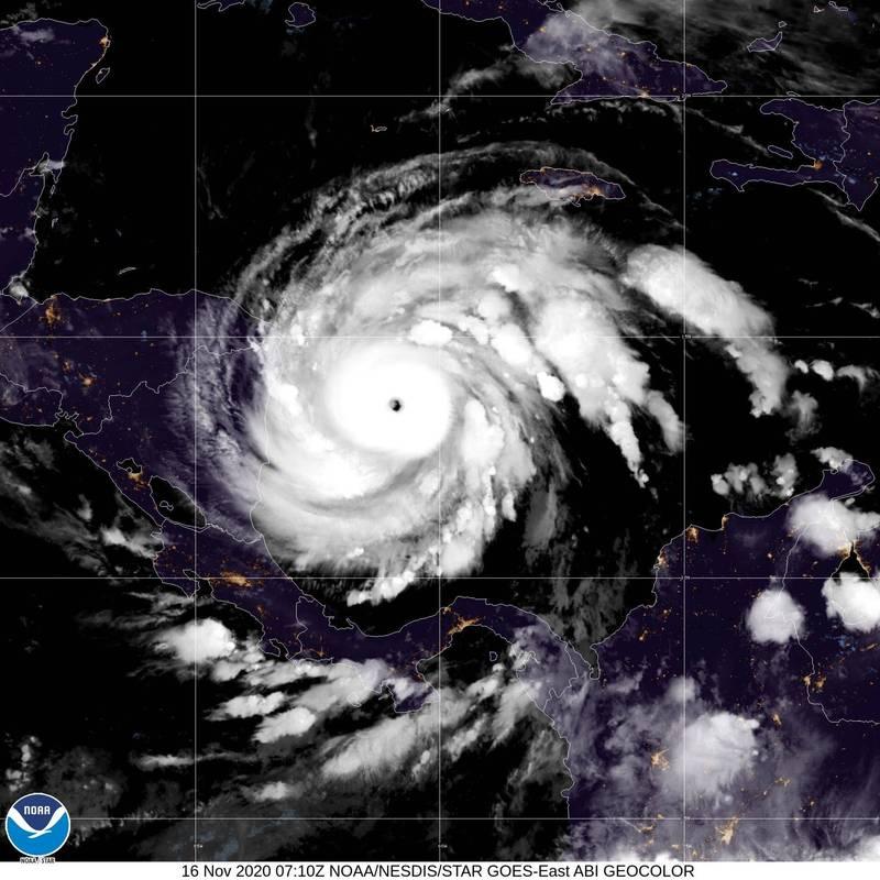 大西洋有紀錄以來首次達到第30個的「約塔」增強為4級颶風,風眼在雲圖上清晰可見,對中美洲構成威脅。(法新社)