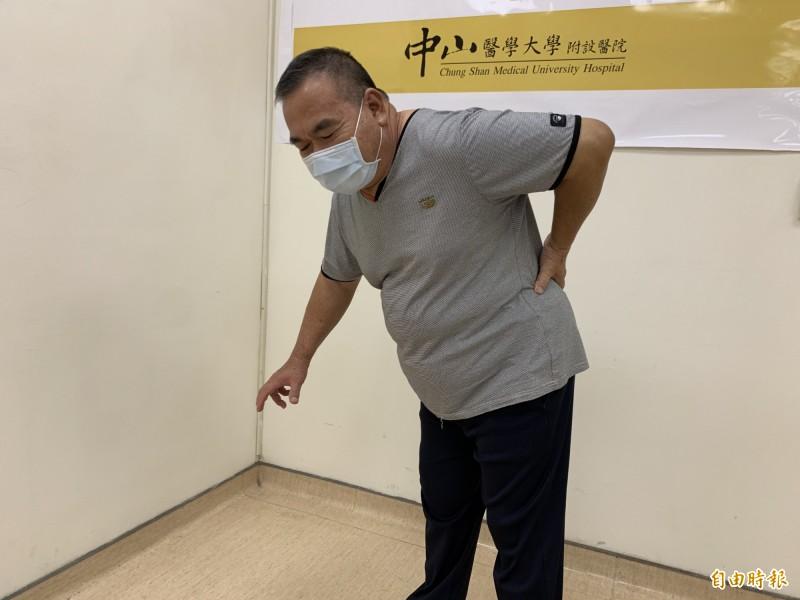 林先生因椎間盤破裂突出壓迫神經根,造成下肢麻痛無力。(記者蔡淑媛攝)