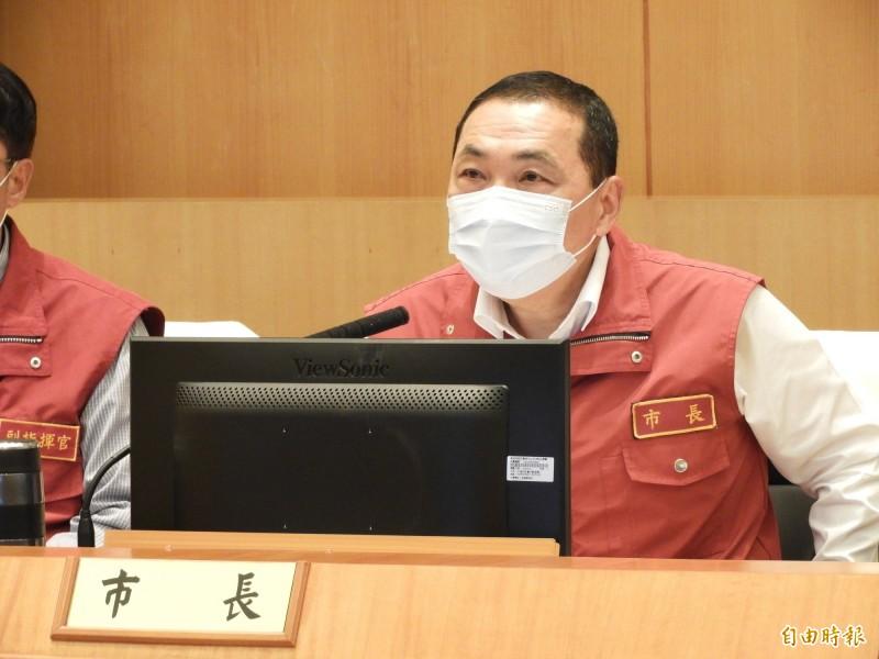 新北市長侯友宜表示,未來人潮聚集的高風險場所,若無法保持社交距離,必須嚴格要求民眾戴口罩。 (記者賴筱桐攝)