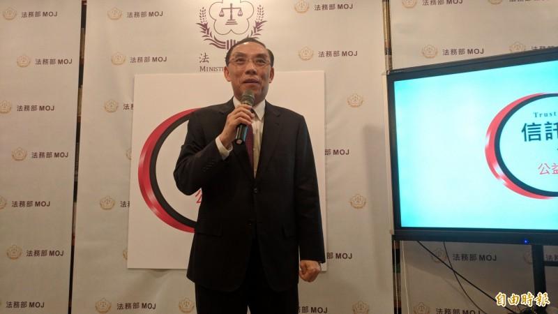 法務部長蔡清祥表示,現已訪談約10人。(記者吳政峰攝)