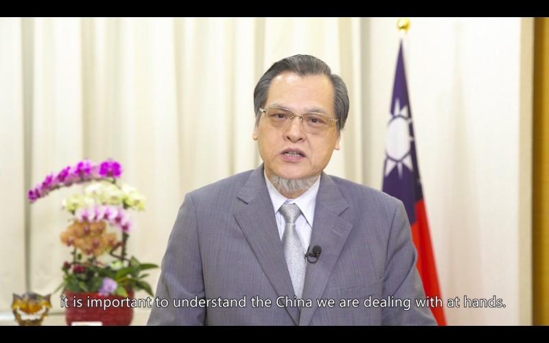 陸委會主委陳明通18日透過預錄影片出席台美智庫合辦研討會,發表開幕致詞。(翻攝自會議視訊)