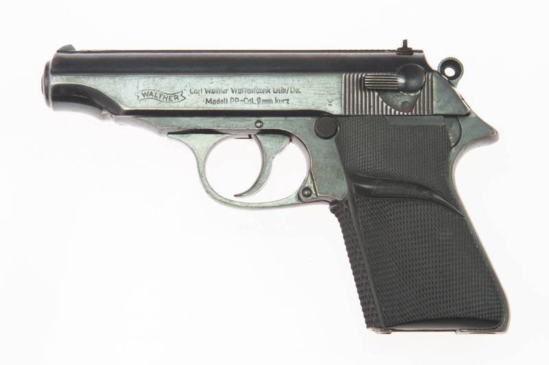 美國俄亥俄州近日發生一起兒童玩槍自轟事件,一名1歲多的男童在住家房間把玩父親的槍枝,結果誤朝自己開槍,事後被緊急送醫急救,幸運撿回一條命。示意圖。(路透)