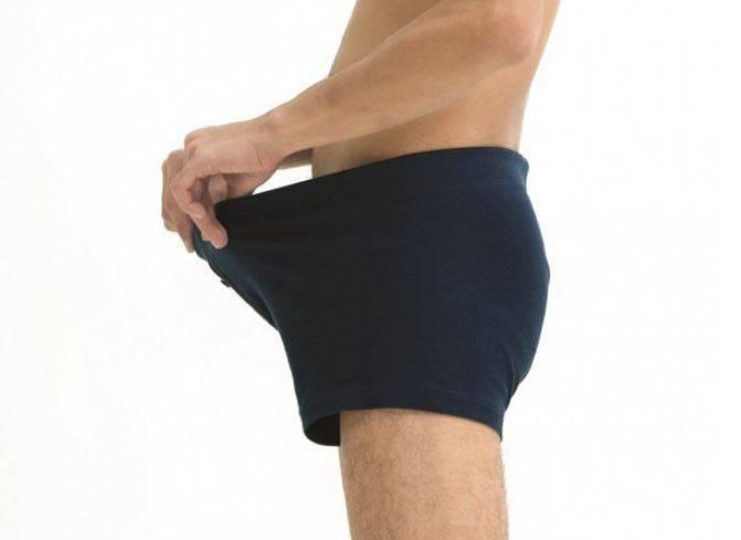 近日有英國網站調查近千名男性後指出,陰莖長度或許和年收入呈現反比走向,也就是只要陰莖越小,賺的錢就越多。(示意圖)