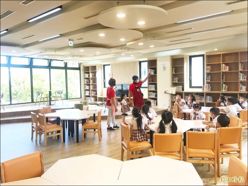館內設有兒童閱覽空間。(記者許倬勛攝)