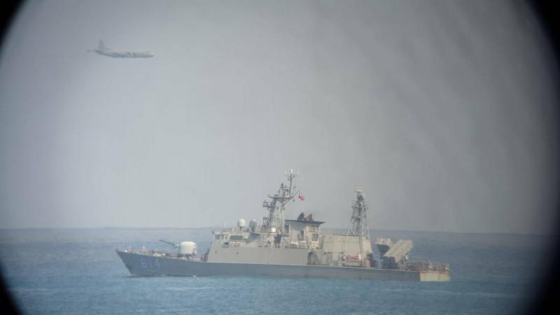 空軍五聯隊蔣正志上校17日晚間駕駛F-16A戰機,在花蓮近海執行夜航訓練時失聯,P-3C反潛機今天上午在花蓮海域不斷繞行。(民眾提供)
