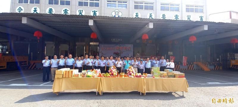 台電嘉義區營業處今天成立嘉義工務段施工班,並舉行揭牌祈福儀式。(記者丁偉杰攝)