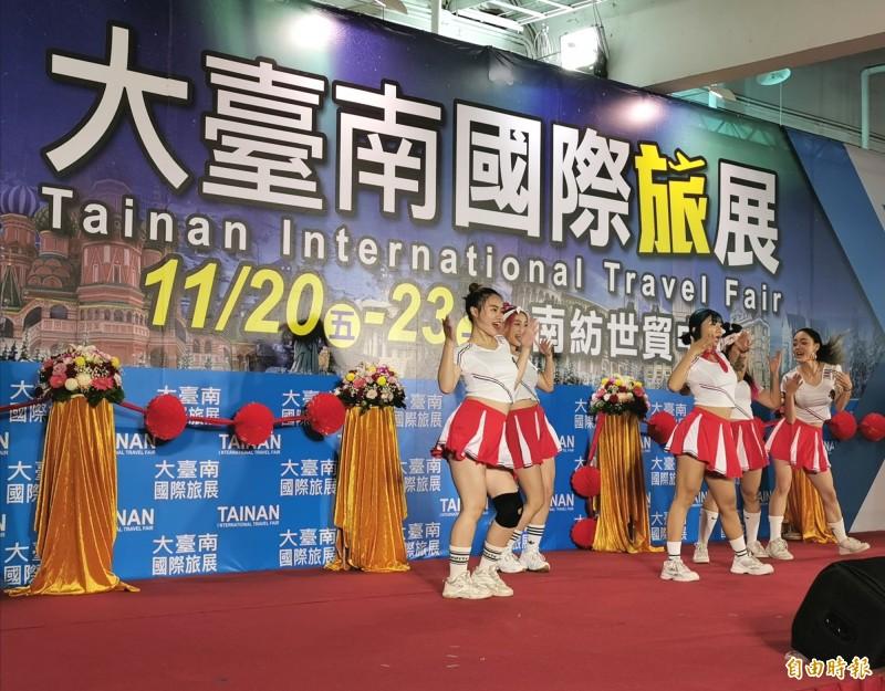 大台南國際旅展熱鬧登場。(記者吳俊鋒攝)