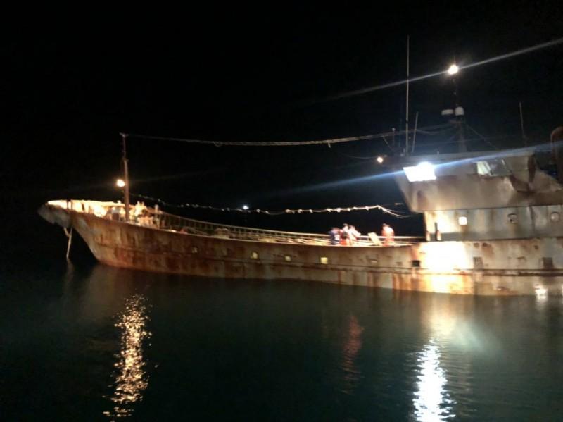 新竹海巡隊發現「無船名」中國漁船越界入侵。(新竹海巡隊提供)