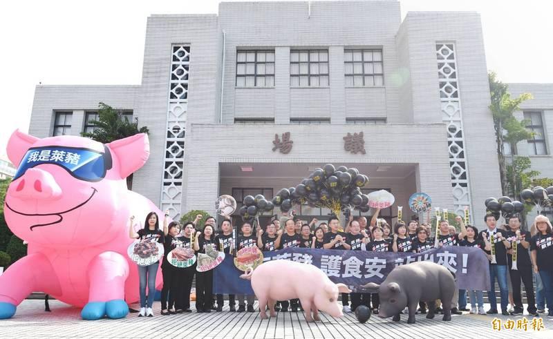 國民黨召開「秋鬥—反萊豬顧食安大遊行前記者會」。(記者方賓照攝)
