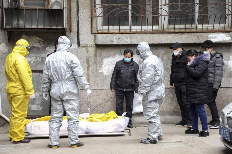 中國武漢當地的武漢肺炎真實死亡數,近日再度受到質疑。圖為中國武漢肺炎亡者遺體。(美聯社檔案照)