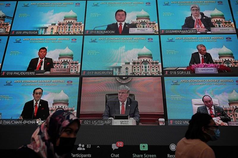 武漢肺炎肆虐全球,2020年亞太經濟合作會議(APEC)經濟領袖會議(AELM)20日晚間於馬來西亞行政首都布城以視訊方式進行。(法新社)