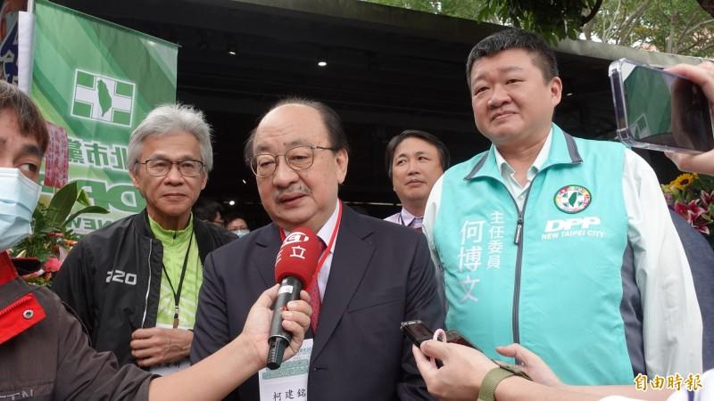 立法院民進黨團總召柯建銘(中)說,「秋鬥變質了」,以前都是反馬英九,這次國民黨參加很諷刺。(記者何玉華攝)