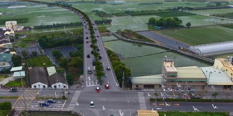 東彰北段新闢道路,沿路私人農地多,縣府擬由協議價購和徵收解決用地問題。(縣府提供)