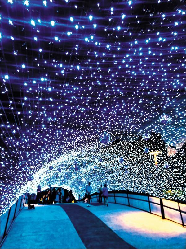 台北城耶誕燈海,格外璀璨浪漫。(台北捷運公司提供)