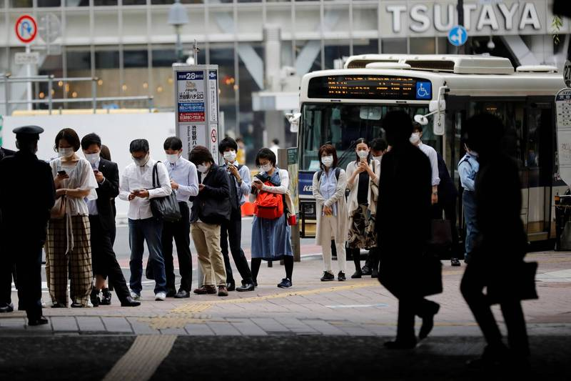 日本一名女街友日前睡在公車站,卻突遭痛毆致死,震驚當局社會。(涉谷公車站示意圖,路透)