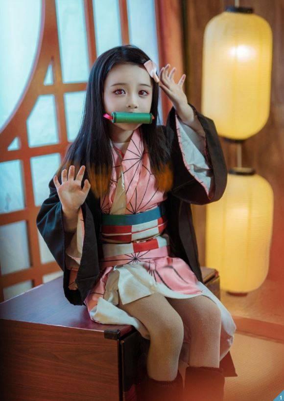 中國網紅「唐無邪i」近日在中國論壇「bcy」上分享自己6歲女兒「豬小糖」的照片。(圖擷取自byc@唐無邪i)