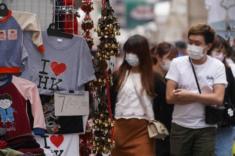有消息人士表示,香港今日單日將新增45例確診,創3個月以來的新高,專家袁國勇直言,香港第4波疫情已經開始。(路透社示意圖)