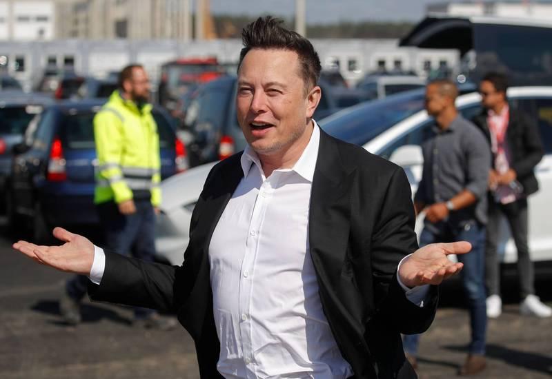 加州衛生當局20日發佈聲明表示,宵禁令僅針對非必要工作人員,而特斯拉加州電動車組裝廠為關鍵製造業,不受宵禁令影響,圖為特斯拉執行長馬斯克。(法新社資料照)