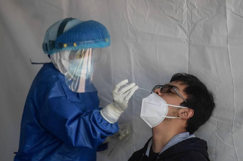 中國上海昨日再爆2例本土病例,官方表示,和8日出現的上海確診者無關聯,感染原因不明。(法新社示意圖)