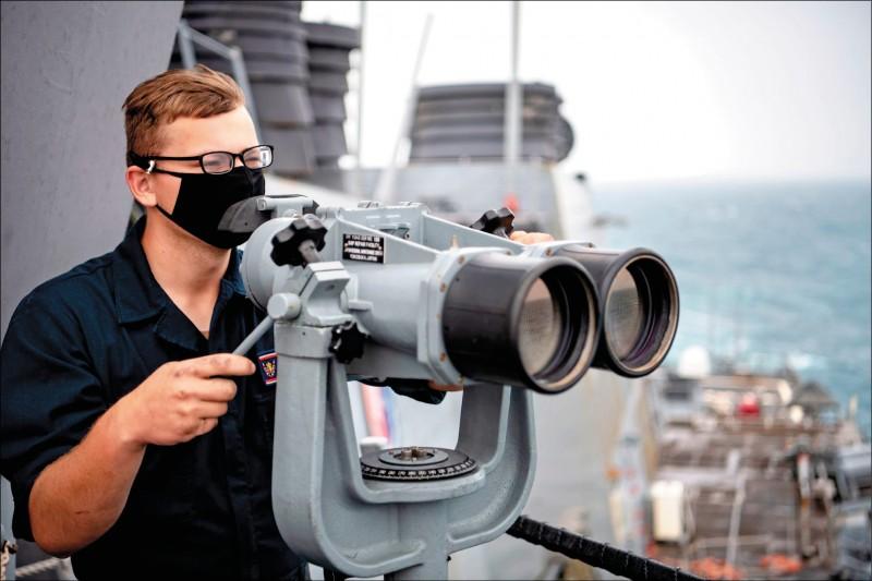 美國海軍第七艦隊伯克級神盾驅逐艦貝瑞號(USS Barry DDG-52)昨天由北向南通過台灣海峽,這也是美國軍艦今年第十一度通過台海。(圖取自美國第七艦隊臉書)