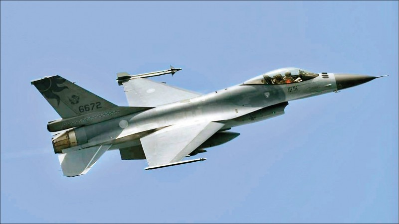 空軍蔣正志上校駕駛F-16戰機,於十七日進行夜間飛行訓練時失聯,目前持續搜救中,空軍廿一日表示已掌握黑盒子訊號,將進行水下探測作業。(資料照)