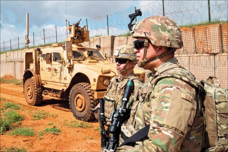 今年二月美軍在索馬利亞一處機場執行警戒任務。(取自美國空軍網站)