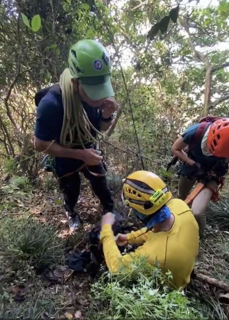 中鋼運通主任疑登柴山失蹤,消防人員總動員搜山遲無進一步消息。(民眾提供)