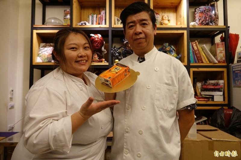 網路爆紅的麥香紅茶蛋糕,正是出自邵明聰(圖右)、常秉賢之手。(記者劉曉欣攝)