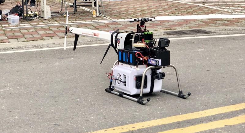 衛福部疾管署去年協助交通部成功測試以無人機運送抗蛇毒血清,把握黃金救命時機。(疾管署提供)