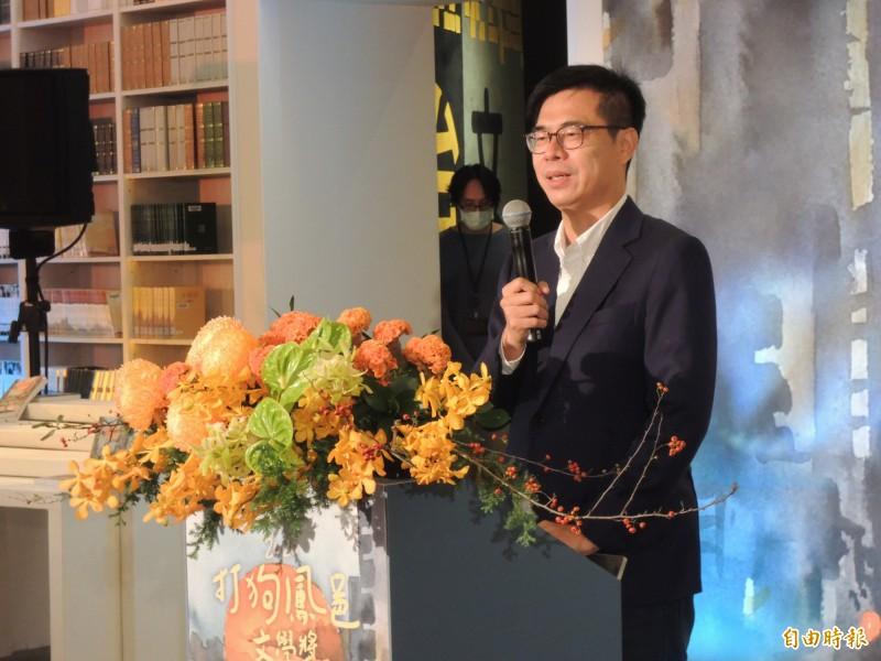 高雄市長陳其邁全程參與打狗鳳邑文學獎頒獎典禮。(記者王榮祥攝)