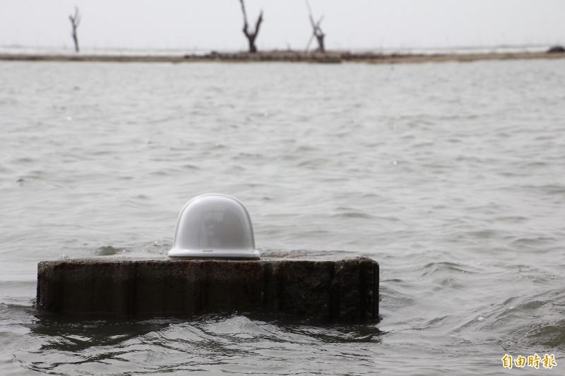白水湖壽島的露天馬桶可欣賞海景。(記者林宜樟攝)
