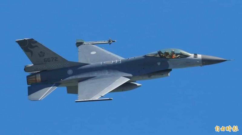 空軍F-16戰機與駕駛飛官蔣正志上校17日在花蓮外海失聯。(記者游太郎攝)
