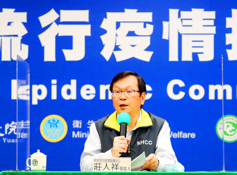 Centers for Disease Control Deputy Director-General Chuang Jen-hsiang speaks at a news conference in Taipei yesterday. Photo: CNA