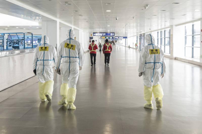 上海再出現1例本土確診,為日前浦東機場西區貨運站確診患者同事,疫情疑有擴散跡象。(彭博)