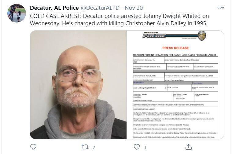 美國阿拉巴馬州一名男子,因為身患絕症,自知將不久於人世,決定向警方自首25年前所犯下的罪行。他在當年槍殺了一名26歲的男子,不過在往後的這些年裡,他一直非常後悔自己當初的行為,因此決定投案。(圖片擷取自twitter/@DecaturALPD)