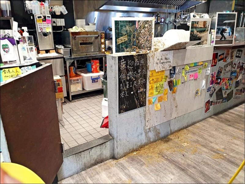保護傘餐廳被潑糞。(資料照)