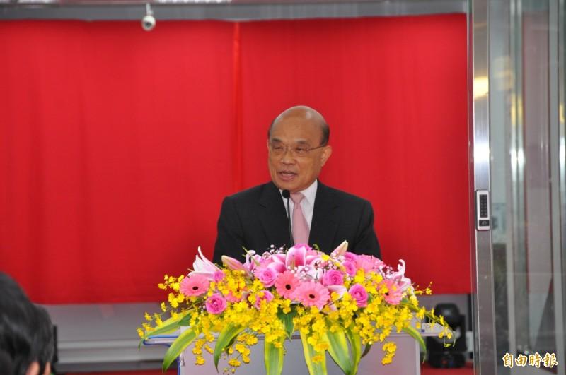 行政院長蘇貞昌出席龍華科技大學「行動通訊模組測試與調校類產業環境工廠」揭牌典禮。(記者周敏鴻攝)